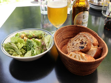 サラダとパン.jpg